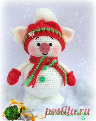 Снегохрюн амигуруми. Схемы и описания для вязания игрушек крючком! Бесплатный мастер-класс от Татьяны Соколовой по вязанию снежной свинки по имени Снегохрюн. Высота вязаного крючком поросёнка примерно 15 см. Для изгот…