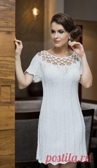 2d2fb8a531d Платье с ажурной кокеткой спицами и крючком. Белое платье схемы от  бразильского дизайнера