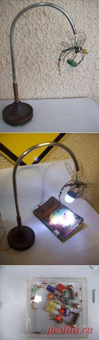 Комаринная лампа. Весьма оригинальный светильник из подручных материалов)
