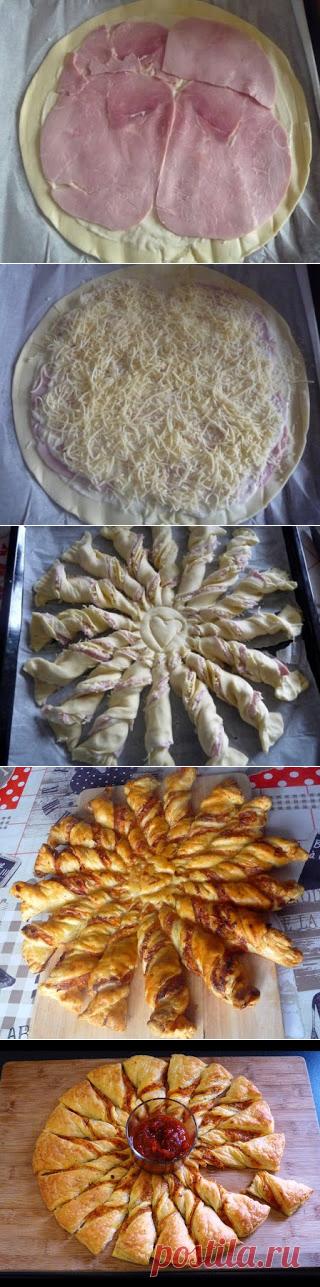 """Самые вкусные рецепты: Слоеный пирог """"Солнце"""" с ветчиной и сыром"""