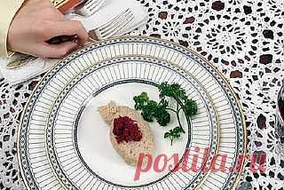Еда без границ. Еврейская кухня  Еврейская кухня – одна из древнейших мире. Она имеет ряд отличительных особенностей, связанных с историей народа, но в тоже время она жестка не привязана к конкретным продуктам, которые типичны для того или иного региона.