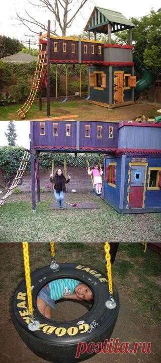Замечательный детский мини-город. Его можно построить и самому, конечно придётся закупить кое-какие материалы (доски, краску и тд), но зато на небольшом участке можно построить настоящую сказку для своих чад.