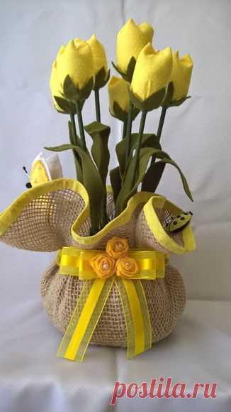 Тюльпаны - это символ весны, очарования и восторженных эмоций. Красота живых цветов мимолетна, а вот текстильный букет сможет радовать круглый год, ведь он никогда не завянет!