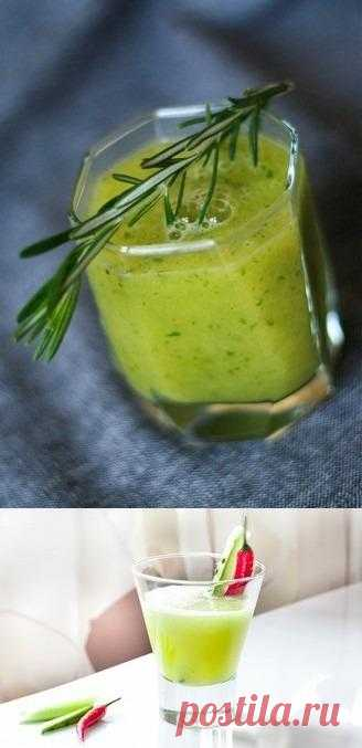 Cucumber lemonade with a lime