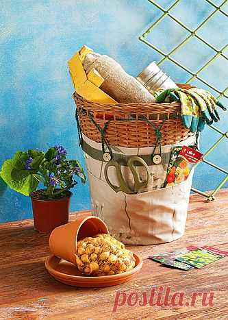 Как «одеть» корзину, куда можно складывать необходимый для работы в саду инвентарь? Органайзер для инвентаря цветовода..