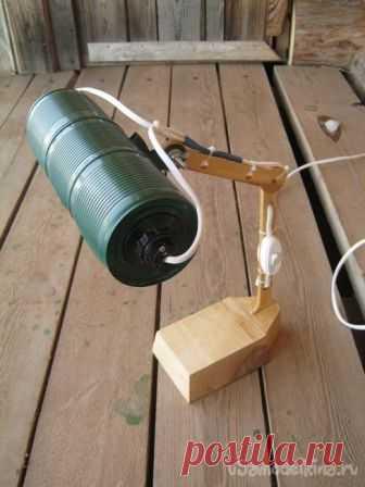 Рабочая настольная лампа  из консервных банок