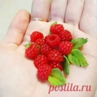 Мнооого малины💖 Скоро будет браслет)  #ручнаяработа #полимернаяглина  #малинаизполимернойглины #polymerclay  #rasberry