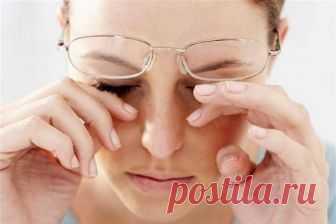 Лечение слезотечения народными средствами  Слезотечение бывает, когда слезный канал закрыт от нехватки витамина А, а также когда человек простудился. При этом глаза сильно чешутся. Причины слезотечения могут быть разные: выворот нижних слезны…