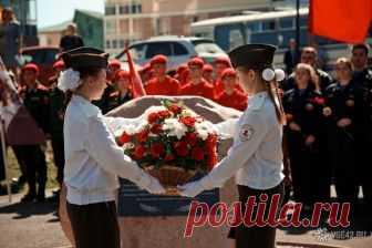 Вечная память героям: в Кемерове торжественно открыли мемориал Дмитрию Медведеву / VSE42.RU Новости