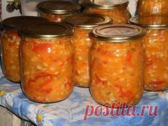 Рагу с перловкой  1,5 кг сладкого перца ,по 1 кг лука и моркови, 500г раст.масло, 300 гр.сахара, 100 г соли, 400 г перловой крупы, 100 г 9% уксуса.  Перец и лук нарезать кольцами, морковь натереть на терке. Варить,добавить масло,соль ,сахар,и варить в течении 15 минут. Зарание сварить перловку. Добавить перловку к вареным овощам, перемешать и влить уксус. Проварить 10 минут.