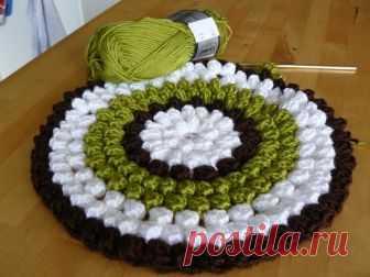 Связанные в виде цветов подушки-сидушки — Делаем руками