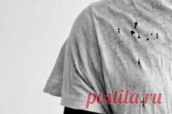 Секрет раскрыт: откуда берутся маленькие дырочки на футболках? Небольшие дырочки на одежде не могут не раздражать, ведьв конечном счете, оказывается, что ваша любимая вещь просто испорчена и нужно покупать новую. Так откуда берутся эти зловещие дыры?  Мнение о том, что виновником испорченных вещей является моль в корне неверно. Эти вредители, как правило, по