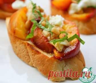 Салат из грилованных персиков на тостах – кулинарный рецепт