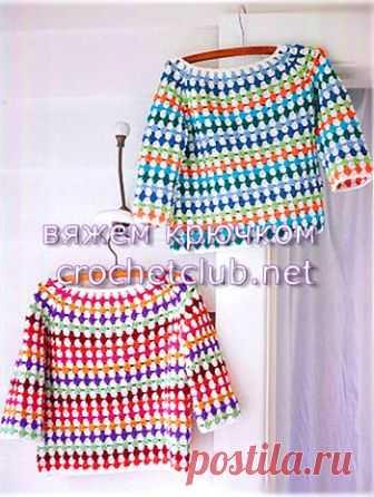 Разноцветные джемперы крючком Разноцветные джемперы, связанные крючком из остатков пряжи. Четкие схемы вязания кокетки и реглана
