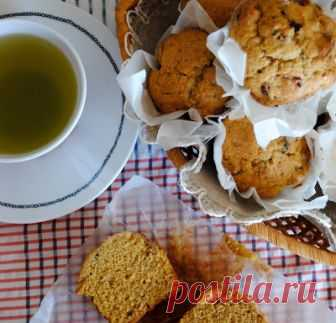 Inexpressible ease of culinary life...: Pumpkin muffins on sour cream