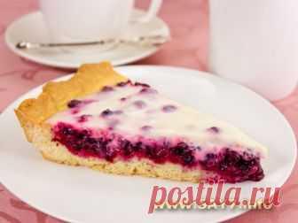 Пирог с брусникой. Тонкое, нежное тесто, кисленькая ягода, сочный крем! Очень вкусно!