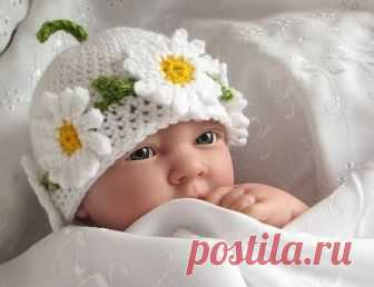 Вяжем летние шапочки для малышей. Несколько идей и схем