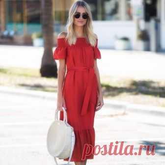 Стильные платья этого лета С приходом лета каждая женщина хочет преобразиться и выглядеть сногсшибательно даже самым жарким летним днем. Помогут в этоммодные тенденции, которые для летнего сезона уже известны. Наша редакция под…