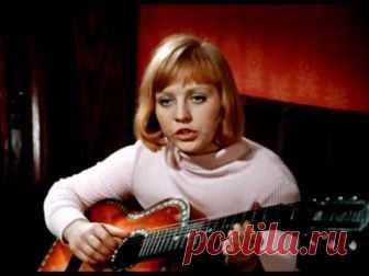 На сайте http://pesnifilm.ru/ песни из отечественных кинофильмов и мультфильмов