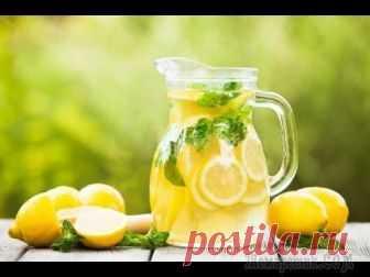 Домашний Лимонад Рецепт приготовления домашнего лимонада из лимона, мяты и лайма. Это самый вкусный проверенный рецепт любимого напитка. Попробуйте и вы! Продукты (на 5 порций)Лимон - 1,5 шт.Вода - 2 лМята свежая - 1 ...