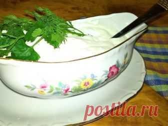 Цацики (τζατζίκι) Знаменитый греческий соус цацики (иногда его назывют дзадзыки или тцатцики) подается холодным к мясным и рыбным блюдам, также замечательно подходит к овощам и просто к хлебу.