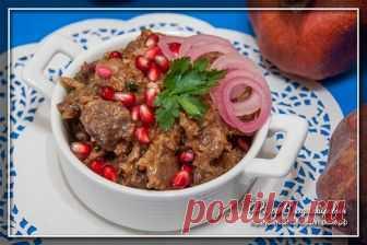 Кучмачи — тушеные потроха в соусе по-грузински Кучмачи — грузинское блюдо, которое готовится из птичьих или телячьих потрохов. Чаше всего используются сердца, печень и желудки, если речь идет о птице. Проще всего в магазинах купить куриные субпрод…