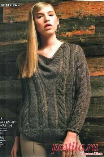 Джемпер со скошенными плечевыми швами и узором косы +спущенные петли. Спицы. http://www.bianzhile.com/