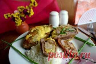 Рулетики из свинины с ананасами и сыром  Этот рецепт, как приготовить рулетики из свинины с ананасами и сыром, для меня как палочка-выручалочка. С таким блюдом и гостей не стыдно встретить, и семью с легкостью накормить. Вы можете добавлять свою любимую приправу. Я использую орехово-чесночную смесь. В ее состав входят: паприка, хмели-сунели, карри нежный, чеснок, кориандр, пажитник, грецкий орех, орегано. Приятных вам хлопот на кухне!  Ингредиенты:  Свинина: 600 Грамм (выр...