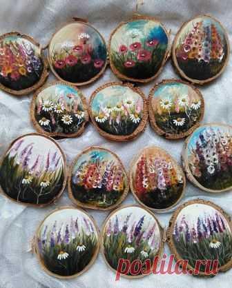 KUFER z artystycznym rękodziełem : Kwiatki malowane na drewnie