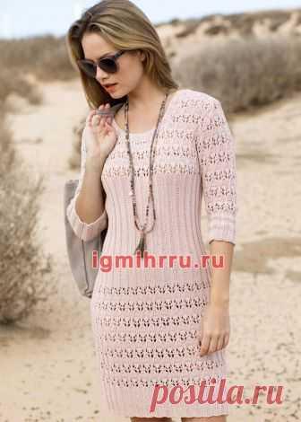 Приталенное легкое платье с ажурной резинкой. Вязание спицами