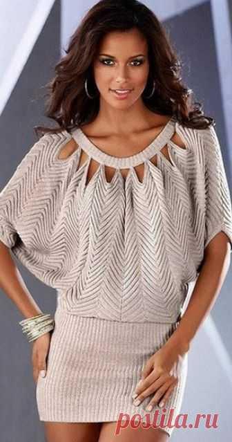 Платье-туника оригинального фасона   Платье-туника оригинального фасона связано спицами. Схема вязания платья-туники спицами