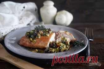Куриные грудки терияки с ореховым соусом  Для приготовления этого блюда не обязательно брать грудку курицы, можно замариновать, например, крылья, получатся вкуснейшие крылышки терияки. Рецептуру соуса предлагаю оставить без изменений, этот соус прекрасен!  Ингредиенты:  Грудка куриная: 2 Штуки, Соус терияки: 3 Ст. ложки, Фундук: 50 Грамм (соус), Вяленые помидоры: 50 Грамм (соус), Чеснок: 1 Зубчик (соус), Петрушка: 4 Штуки (соус), Масло сливочное: 20 Грамм (соус), Масло оли...