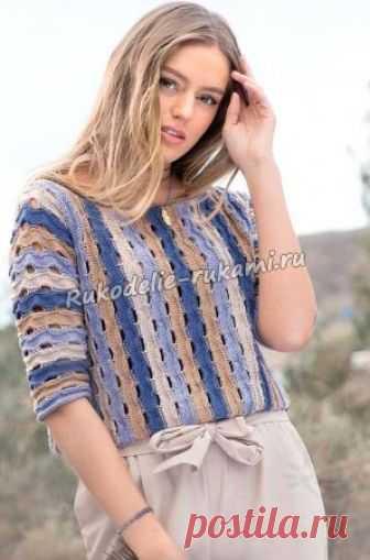 Связанный поперек пуловер в полоску спицами