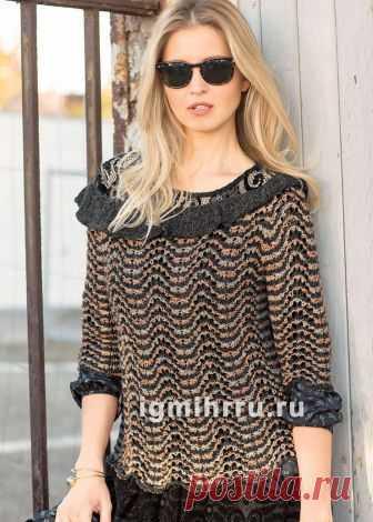 Пуловер с волнистым узором и вырезом «кармен». Вязание спицами