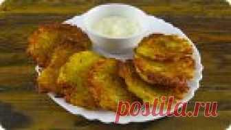 Классические драники без яиц и муки. Рецепт простой, но очень вкусный! Картофель – 500 г, соль - 0.5 ч.л, лук репчатый – 1 шт, растительное масло – для жарки.