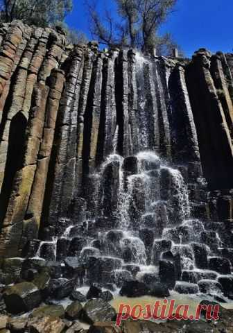 These basaltic columns cover the walls of the Santa Maria Regla canyon, measuring about 30 meters in height.Mexico