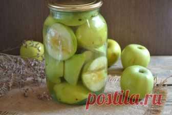 Закатка яблок на зиму  Заготовить на зиму румяные, ароматные и очень вкусные яблоки можно разными способами: в виде варенья или джема, пюре или повидла. Мне также очень нравятся маринованные яблоки с различными добавками. Очень часто я экспериментирую и добавляю в банки то дольку лимона или апельсина, то щепотку корицы или мускатного ореха, то вишневые или смородиновые листья. Каждый вариант по-своему интересен, но больше всего мне нравятся маринованные яблоки с корицей. О...