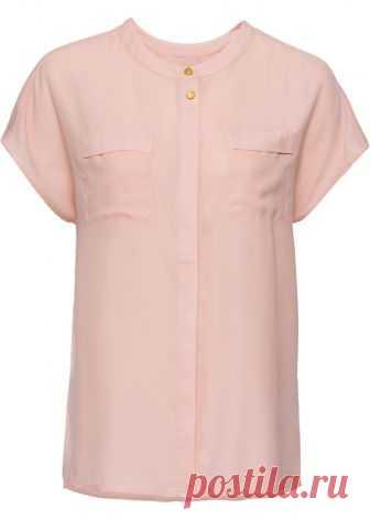 Посмотретьпрямо сейчас:  Легкая блузка с потайной застежкой на пуговицах и двумя нагрудными карманами. Удлиненная спинка. Без рукавов. Длина ок. 69 см (разм. 42).