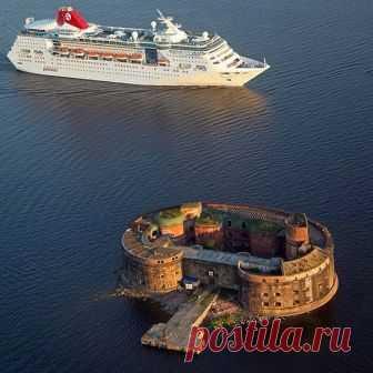 Кронштадт, круизный лайнер и форт