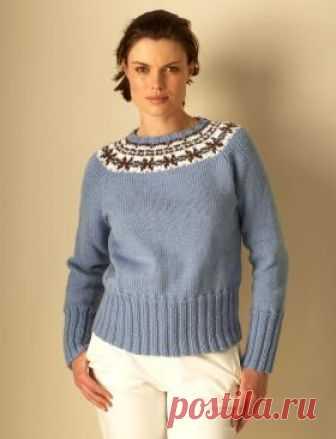 Свитер женский спицами с круглой кокеткой Нежный и женственный свитер спицами с круглой кокеткой, выполненный из пряжи средней толщины красивого нежно-голубого цвета. Этот свитер - бесшовный...