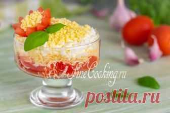 Салат с помидорами, сыром и яйцами В стремлении опробовать и проверить рецепты новых блюд, порой я забываю поделиться с вами простыми и любимыми.