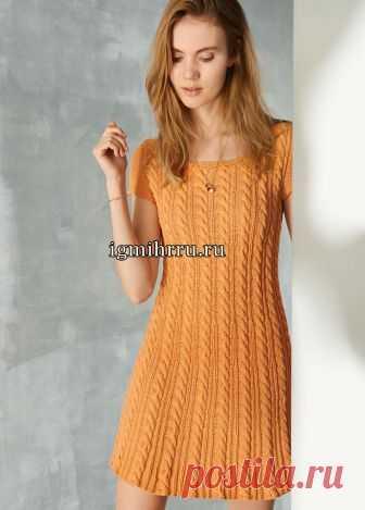 Оранжевое летнее платье с «косами». Вязание спицами