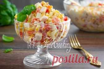 Салат с копченой курицей и помидорами Пошаговый рецепт простого, легкого и вкусного салата из доступных продуктов, который можно подать хоть на семейный обед, хоть на праздничный стол.