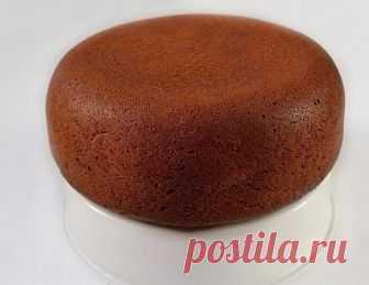 Шоколадный манник в мультиварке  Ингредиенты:  1 ст. манной крупы,  1,5 ст. простокваши или кефира, 1,5 ст. сахара, 1 ст. муки,  0,5 пачки маргарина или сливочного масла, 3 яйца,  1 ч.л. соды,  0,5 ч.л. соли, 4 ст.л. какао.  Приготовление:  Для творожных шариков: 200 г творога, 1 яйцо, 8 ст.л. кокосовой стружки, 3 ст.л. сахара, 2 ст.л. муки. Сначала смешаем простоквашу с солью и манкой. Пока делаем следующие действия, манка в простокваше набухнет. Приготовим смесь для твор...