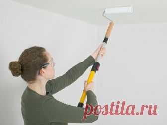 Как покрасить потолок водоэмульсионной краской, чтобы все было идеально при любом свете