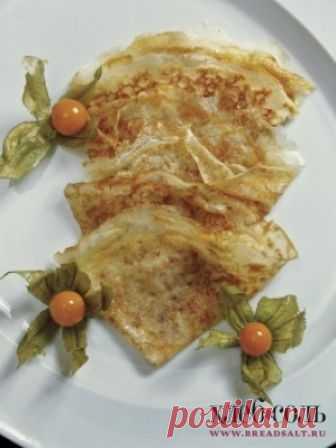 Крахмальные блинчики    Разогрейте на сковороде чуть растительного масла. Налейте немного теста, дайте ему хорошенько растечься, чтобы получился тоненький блин, и выпекайте обычным способом. Готовые блины складывайте в стопку, смазывая каждый сливочным маслом, чтобы не слипались.