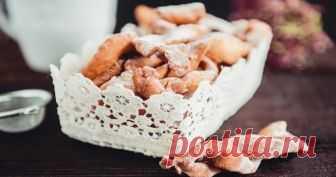 Хворост - рецепты вкусного домашнего лакомства  Хворост – рецепт простого домашнего печенья, характерной особенностью которого является хрупкость и незамысловатый внешний вид, схожий с сухими ветвями деревьев, откуда и название лакомства. Существу…