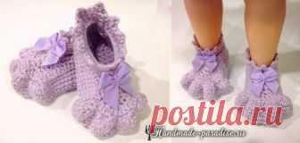 Крючком. Детские носочки «Кошачьи лапки» подарят радость и игривое настроение вашему малышу. Связать носочки можно из любой пряжи.