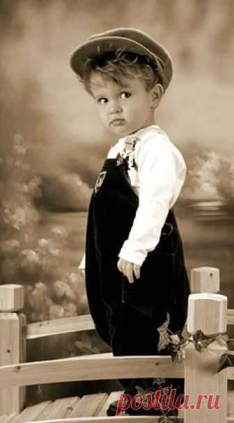 SHARED BY RALEIGH DeGEER AMYX - THIS LITTLE FELLOW - CIRCA 1920 - ALREADY THE LITTLE GUY SEEMS A BIT SET IN HIS WAYS