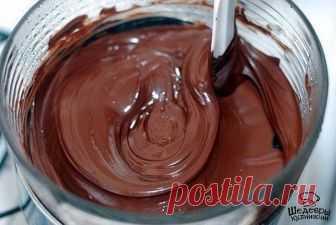 ШОКОЛАДНАЯ ГЛАЗУРЬ   Вариант 1: ● 100 г масла ● 1 ст. л. какао ● 1 ст. л. муки ● 1/2 ст. сахара ● 5 ст. л. молока ● ванилин  Вариант 2: ● 150 г. шоколада ● 1 ст.ложка какао, ● 1 стакан сахара ● 0, 5 стакана воды.  Вариант 3: ● черный шоколад,0,5 плитки ● 2 ч .л. сметаны с рынка  ПРИГОТОВЛЕНИЕ: 1. Смешать,50г масла 1 ст. л. какао + 1 ст. л. муки + 1/2 ст. сахара + 5 ст. л. молока довести до кипения, постоянно помешивая. Когда остынет, добавить 50 г масла + ванилин. Для торт...